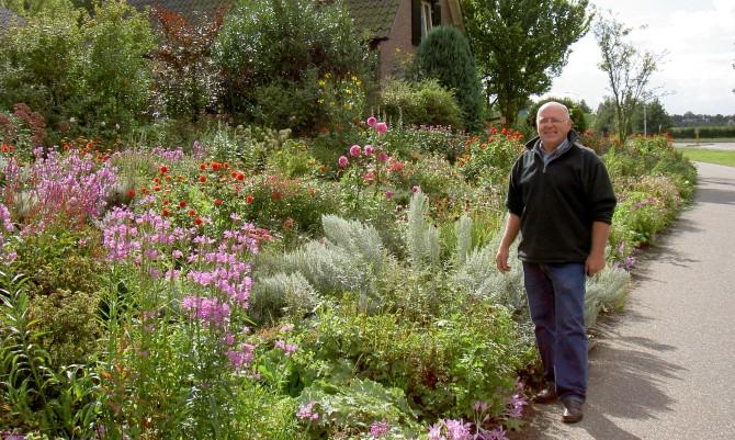 Een bonte boerenbloementuin in wilp harry pierik tuinontwerp for Mooie tuinen kijken